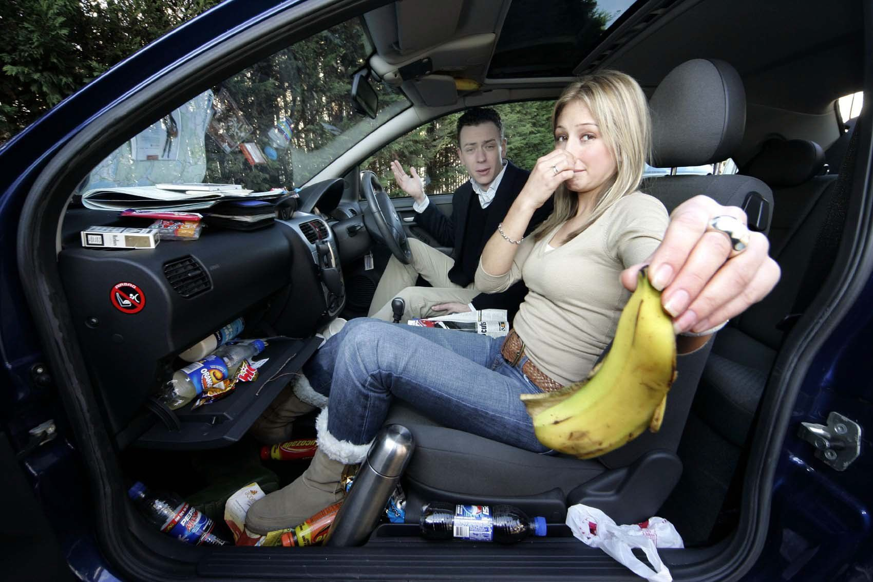 Почему бензином пахнет в машине