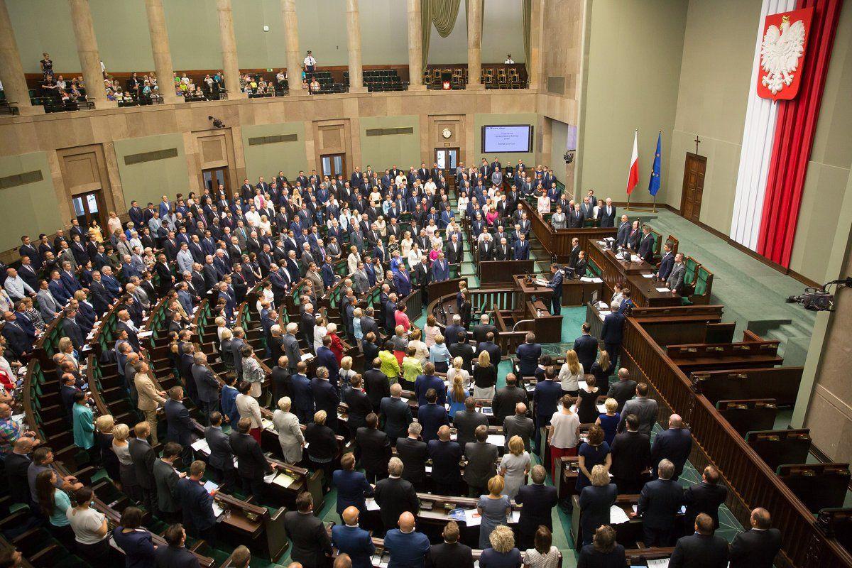 ЕСзапустил процедуру санкций против Польши