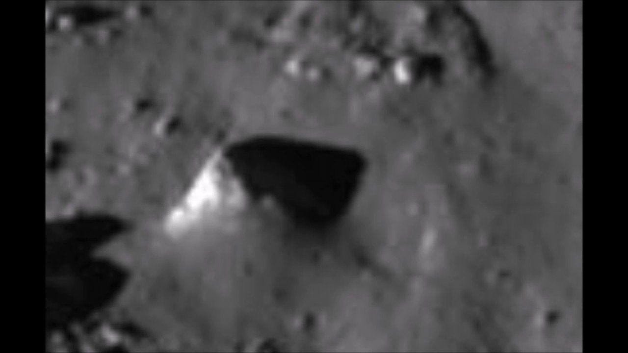 Уфологи утверждают, что внедрах Луны захоронены три корабля пришельцев