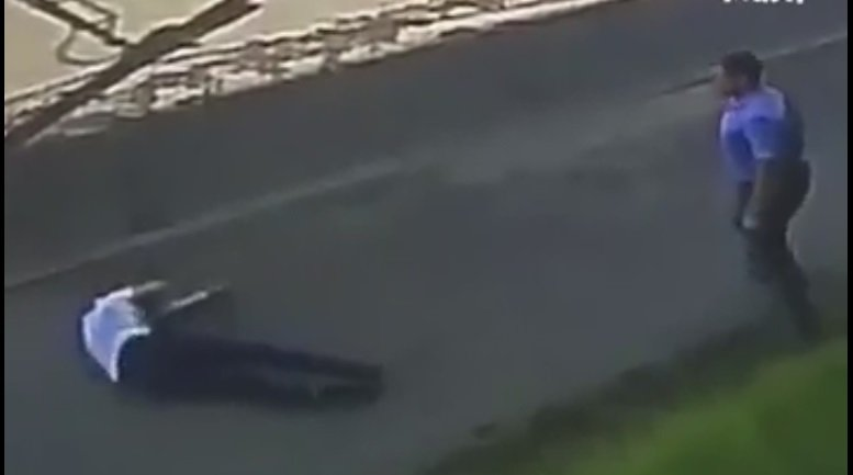 Пешехода госпитализировали после попадания внего колеса, отлетевшего от грузового автомобиля в столице России