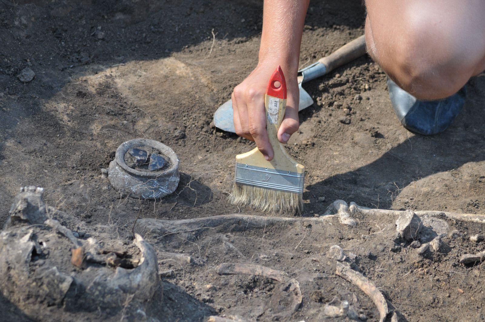 """В москве археологи обнаружили старинную игрушку """" hotgeo."""