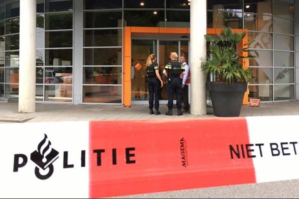 ВНидерландах сотрудницу радиостанции злоумышленник взял взаложники