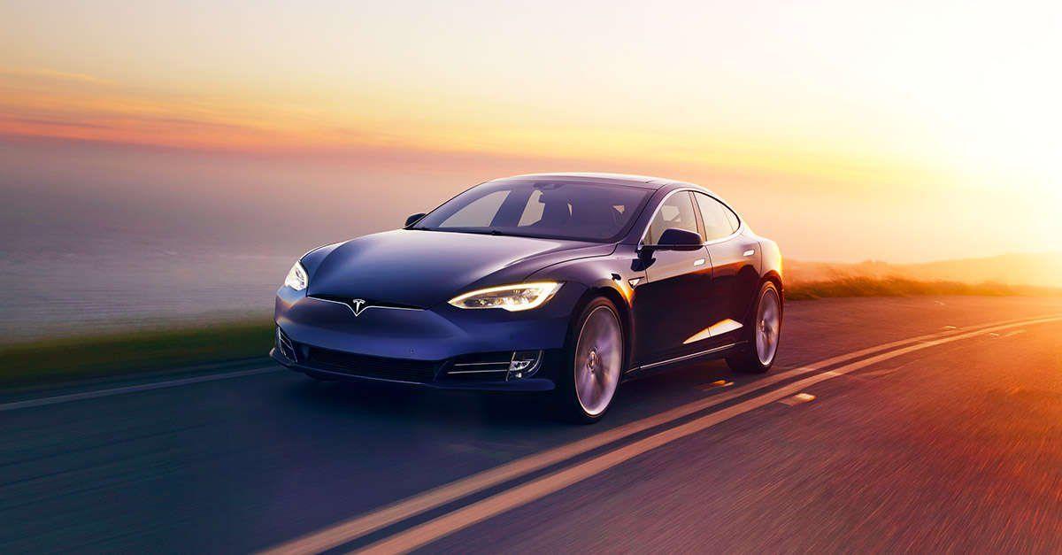 Tesla требует от собственником беспилотных автомашин усиления ответственности