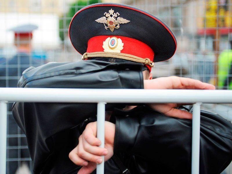 ВПетербурге заизбиение местного жителя задержали шесть полицейских
