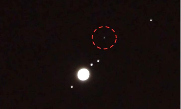 Очевидец отметил неподалеку от Луны НЛО