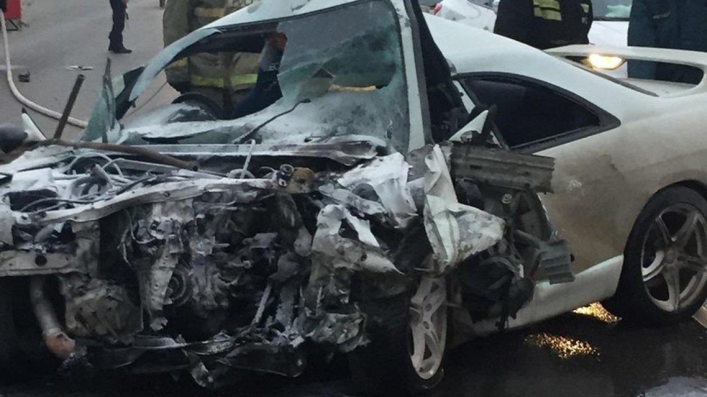 Иномарку разорвало начасти встрашном ДТП вБарнауле