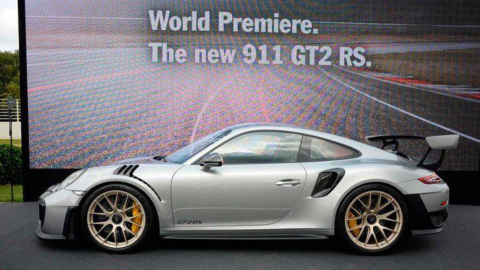 Заднеприводный Порш 911 GT2 RSстал самой быстрой машиной наНюрбургринге
