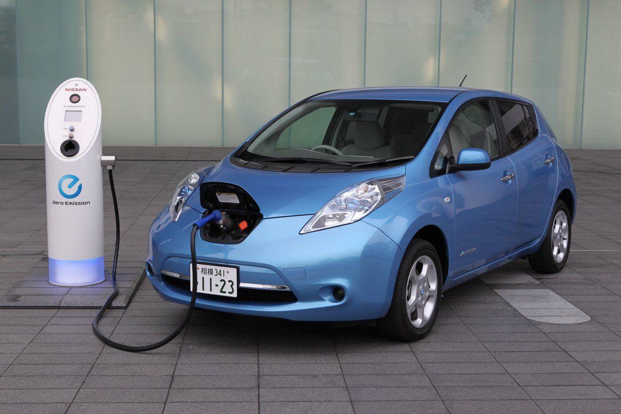 В РФ выпустят два электромобиля в 2018г