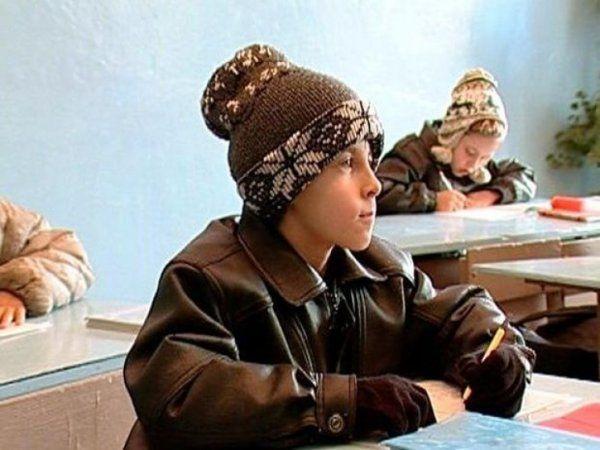 В младшей школе наокраине Архангельска дети обучаются схолодными батареями