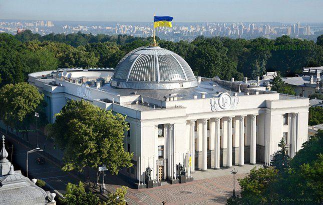 Вгосударстве Украина возле Рады собрались уже около 700 человек