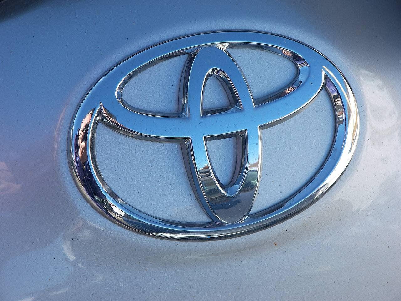 Toyota представила новый газовый автомобиль такси для Японии