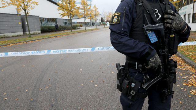 Неизвестные обстреляли дом начальника милиции шведского Вестероса