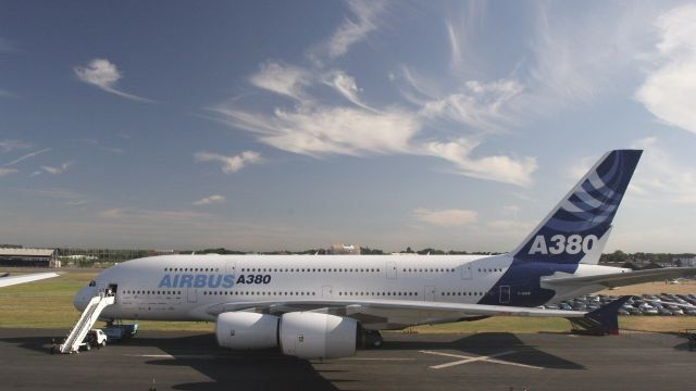 Самый большой в мире самолёт экстренно сел в Толмачёво из-за пассажира