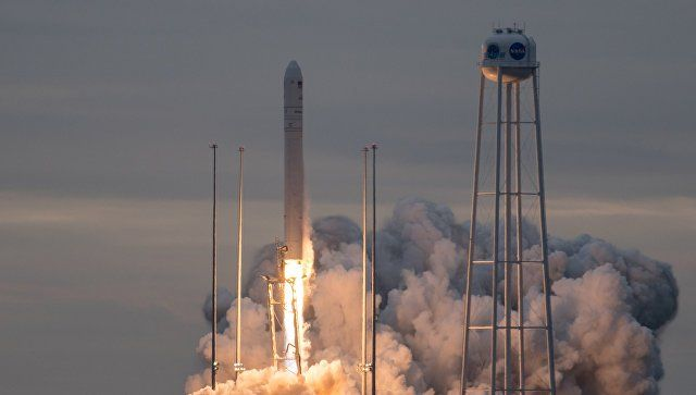 Самолет помешал стартовать ракете с грузовым беспилотником в США