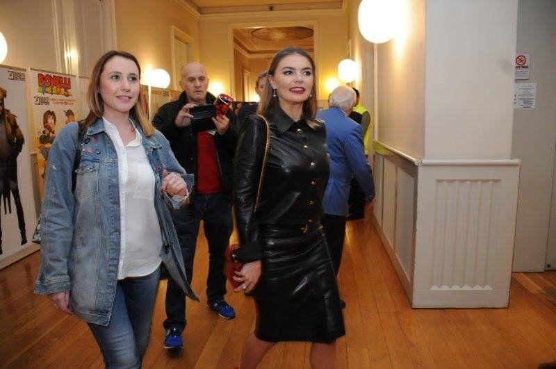 Алина Кабаева пришла за заслугой всексуальном кожаном костюме