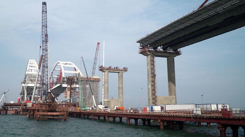 Посол США: Строительство Керченского моста ощутимо ограничивает грузопоток украинских портов наАзове