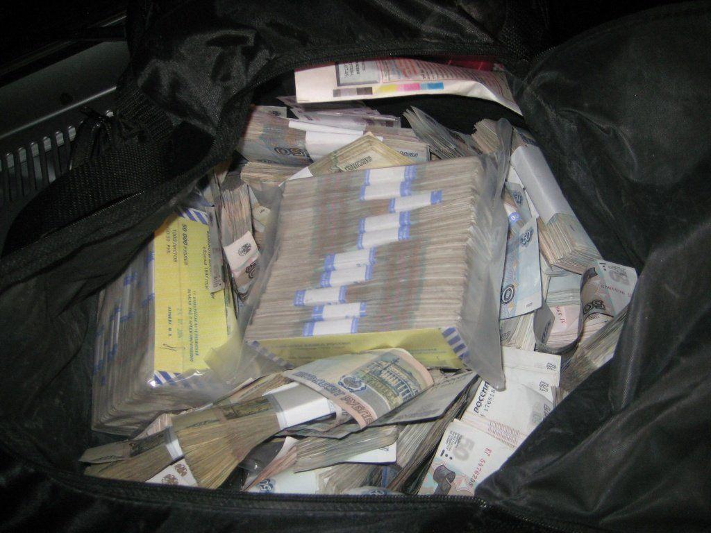 В столице преступники украли сумку смиллионом руб. на стоянке