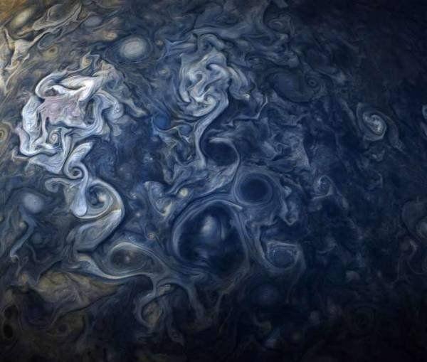 Фото облаков Юпитера появились на официальном сайте NASA