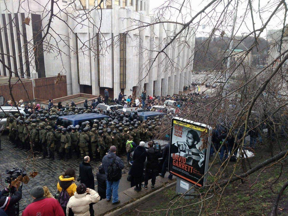 Впроцессе столкновений сполицией вКиеве задержаны девять приверженцев Саакашвили