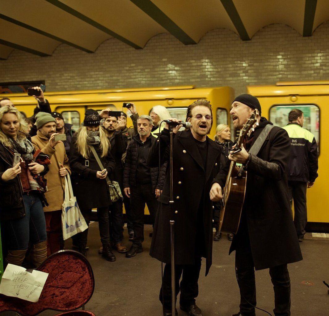 Для рекламы альбома группа U2 выступила налинии берлинского метро U2