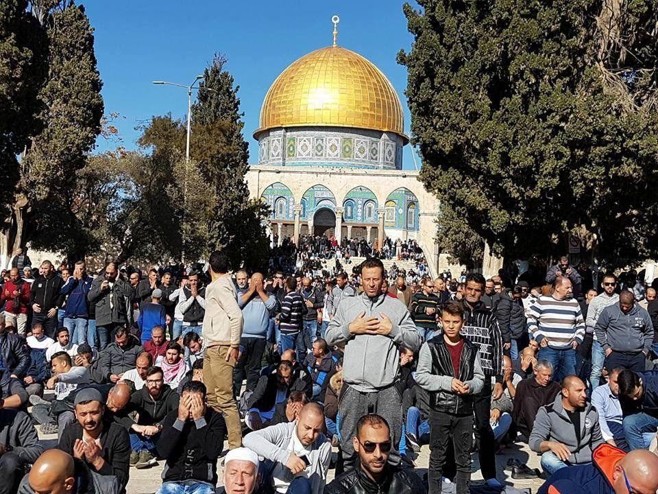 Мусульмане собираются надневную молитву вИерусалиме перед «днем гнева»