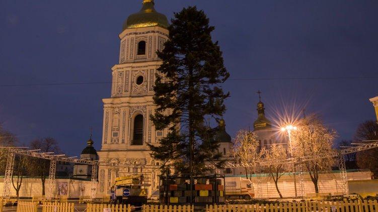 Новогодняя елка вцентре столицы Украины стала предметом насмешек