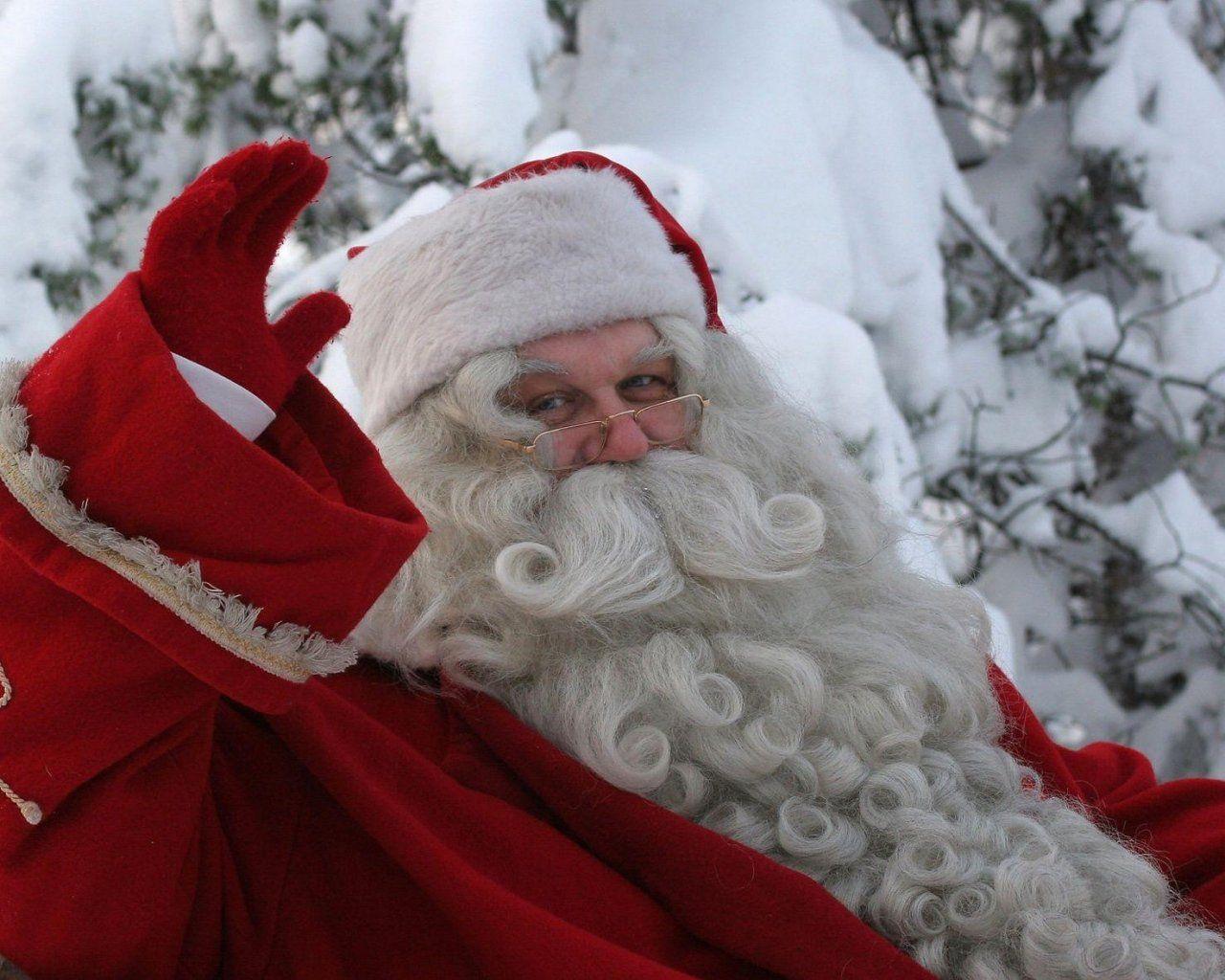 ВНью-Йорке прошел парад русских Дедов Морозов иСнегурочек