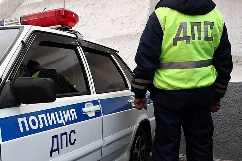 Красноярский школьник, уходя отпогони ГИБДД, разбил крыльцо магазина