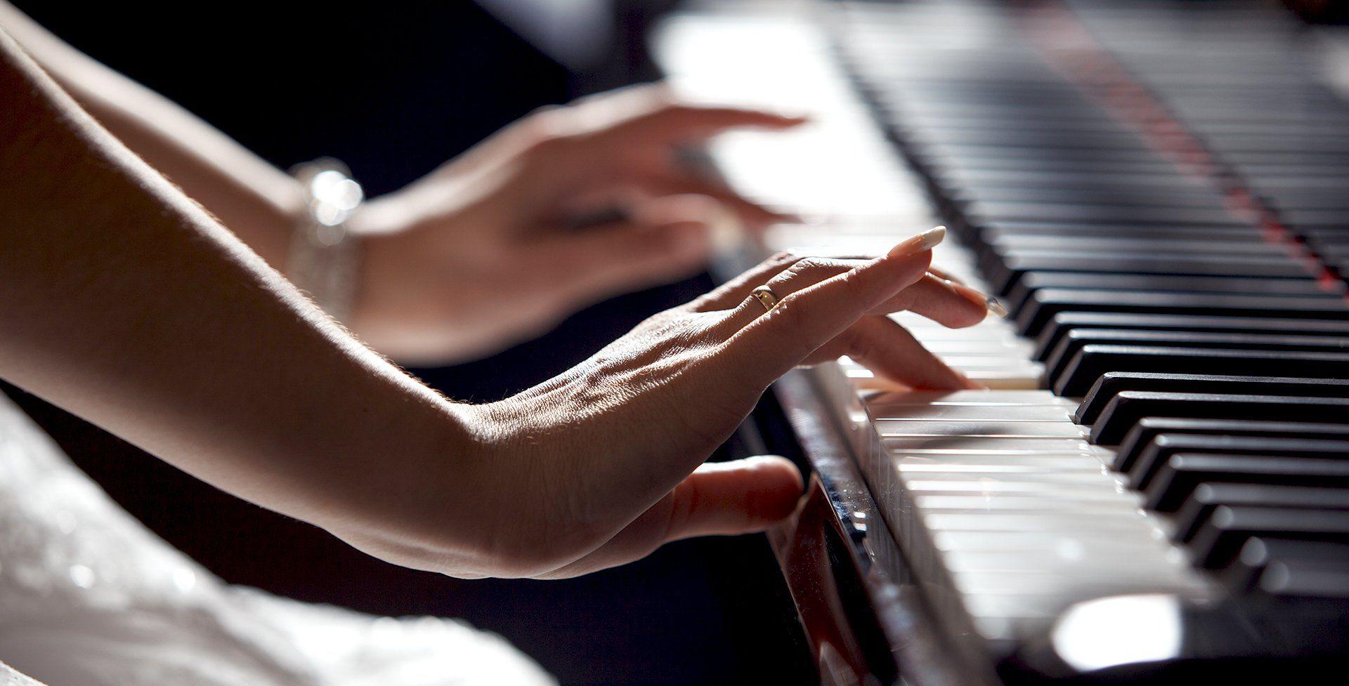 Школьница изЗавьялово получила электрическое пианино вподарок от лидераРФ