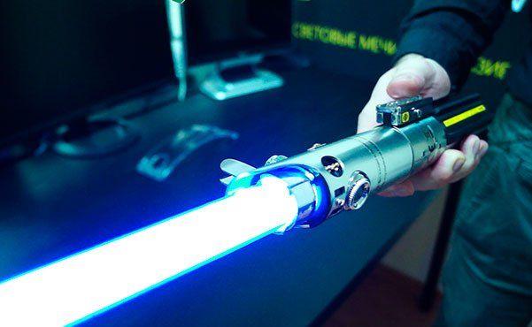 Приложение для iOS дает возможность сделать световой меч излиста бумаги