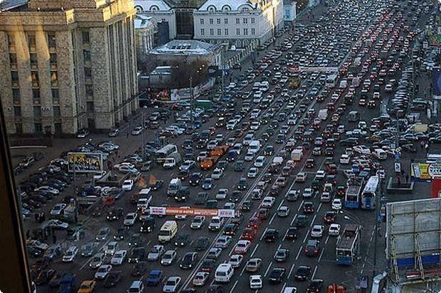 Пробки на трассах столицы достигли 8 баллов