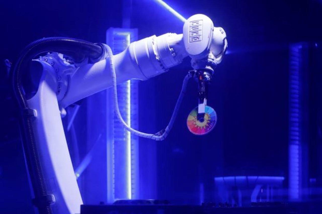 Робот поменял диджея навечеринке впражском клубе