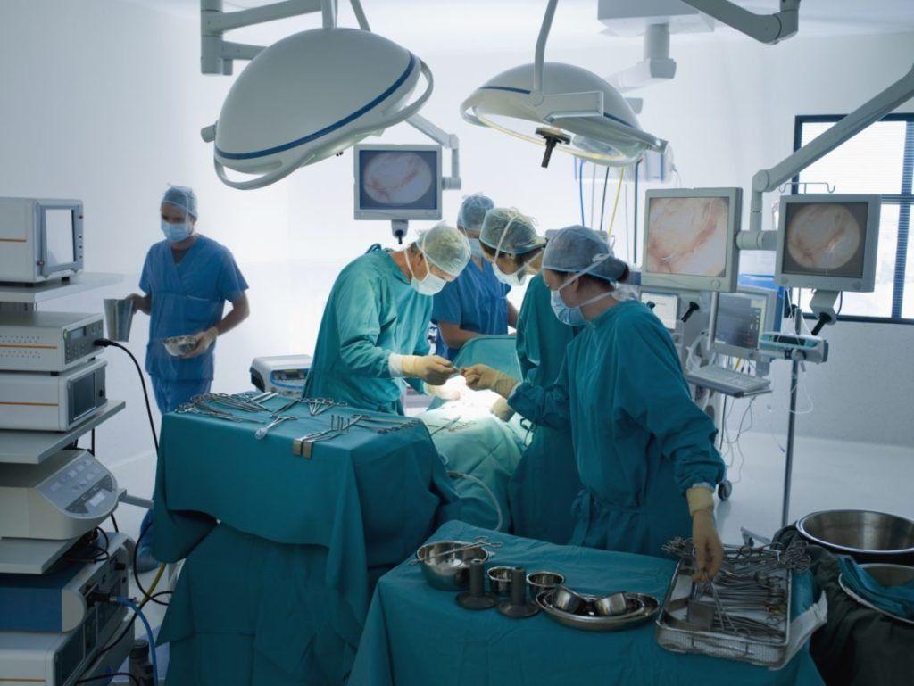 В Великобритании хирурги пришили подростку ступню вместо колена