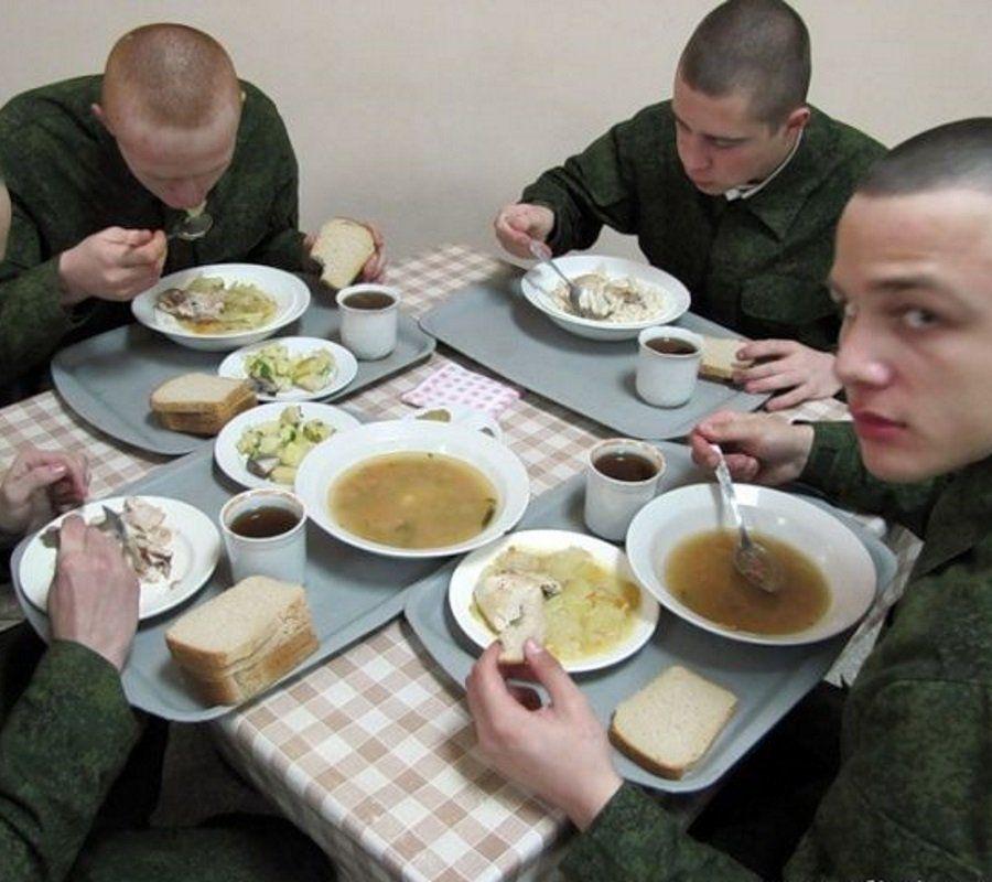 ВПскове задержаны двое военных, продававших солдатскую еду здешнему пивбару