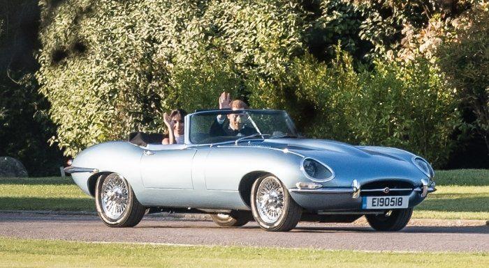 Стало известно, накакой машине уехали сосвадьбы принц Гарри с супругой