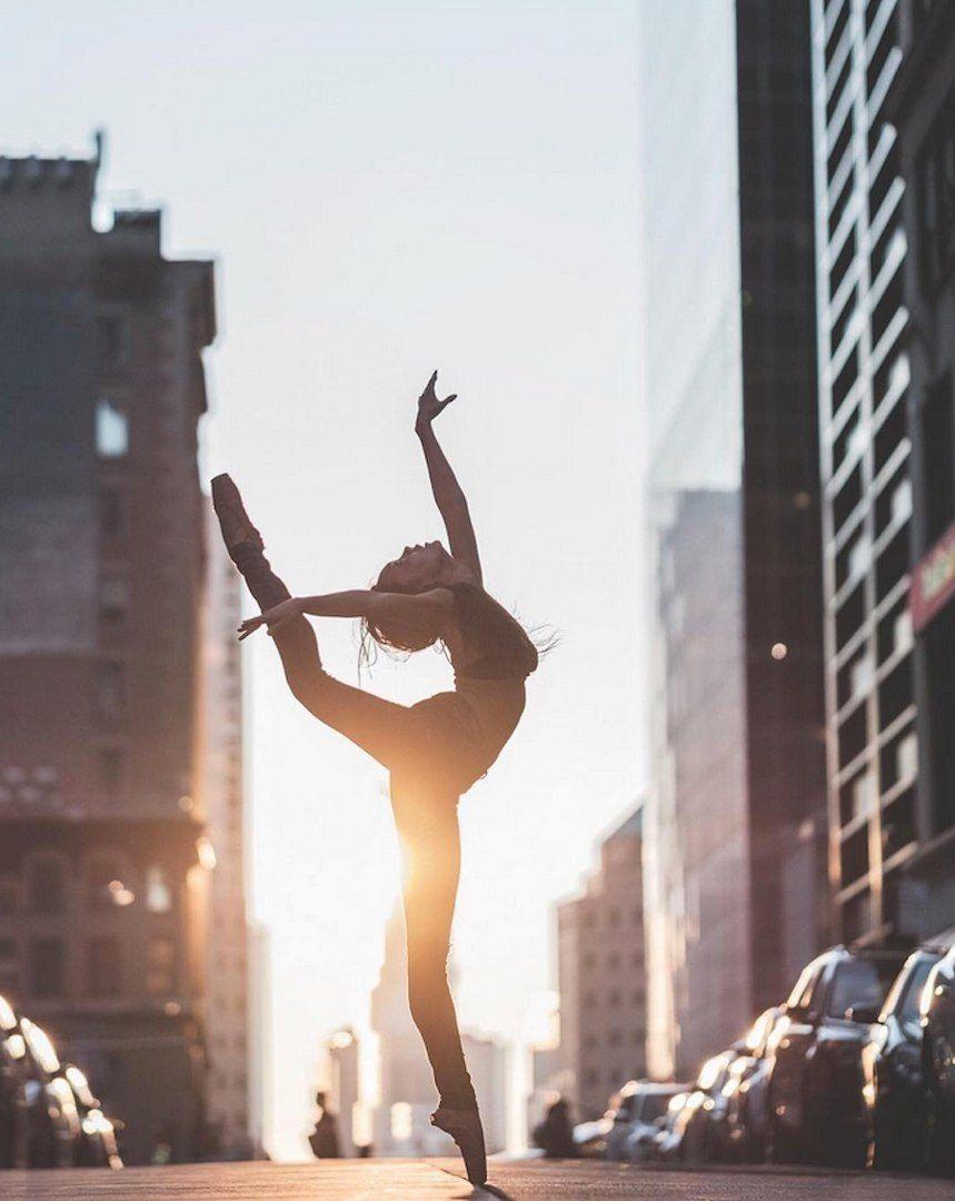 Балерины парализовали движение машин вМексике иустроили представление