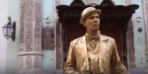 В столице можно увидеть живые статуи