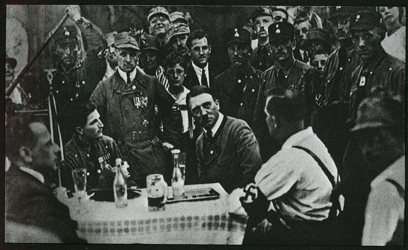 Нааукционе вНюрнберге картины ивещи Гитлера остались без клиентов