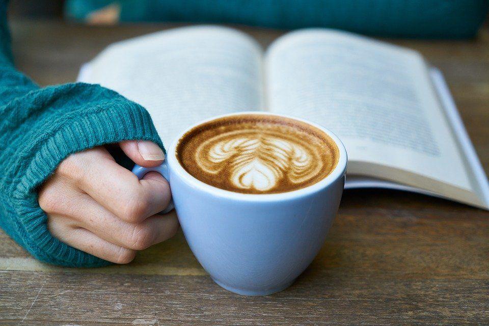 картинка с кружкой чая или кофе цветочный принт способен