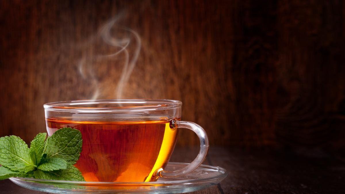 Как влияет крепкий чай на давление: повышает или понижает